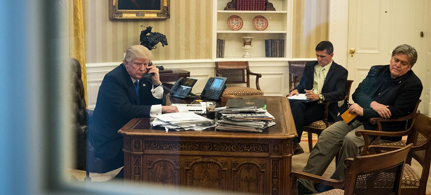 Donald Trump and Steve Bannon in the Oval Office. (photo: Drew Angerer/Getty Images)