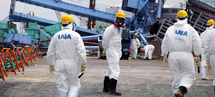 IAEA fact-finding team examines devastation at the Fukushima Daiichi Nuclear Power Plant in May 2011. (photo: IAEA/Greg Webb)