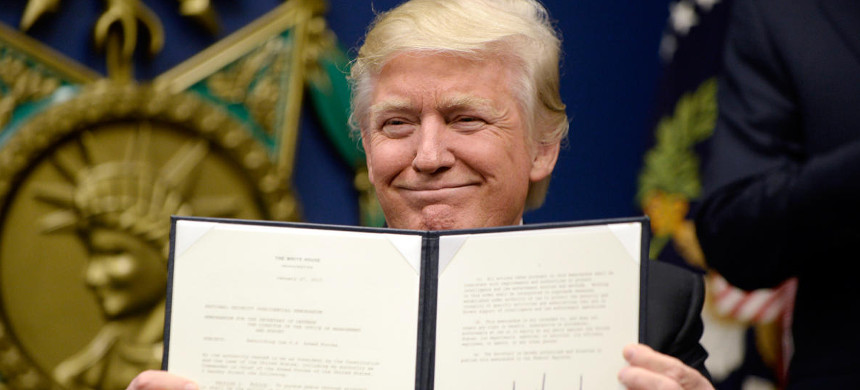 President Donald Trump signs his Muslim ban executive order. (photo: Ilivier Douliery/Bloomberg)