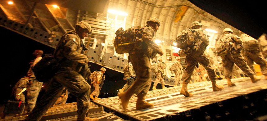 U.S. troops enter a C17 transport aircraft. (photo: Reuters)