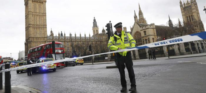 Police tapes off Parliament Square after reports of loud bangs, in London, Britain, March 22, 2017. (photo: Stefan Wermuth/Reuters)