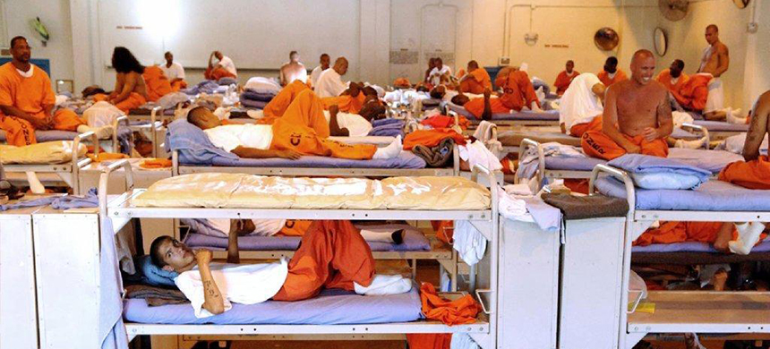 Inmates sit in crowded conditions at California State Prison in Los Angeles. (photo: California Department of Corrections)