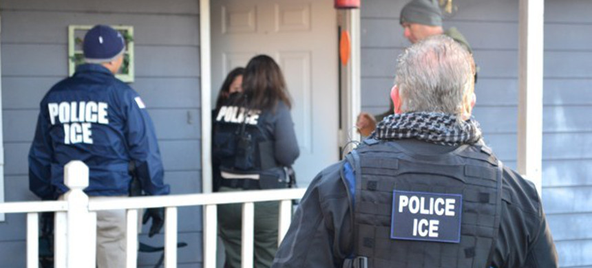ICE agents talk to a women in her home. (photo: Norsk Telegrambyra AS/Reuters)