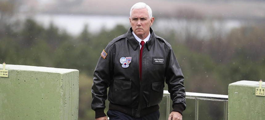 Mike Pence at the DMZ. (photo: Lee Jin-Man/AP)