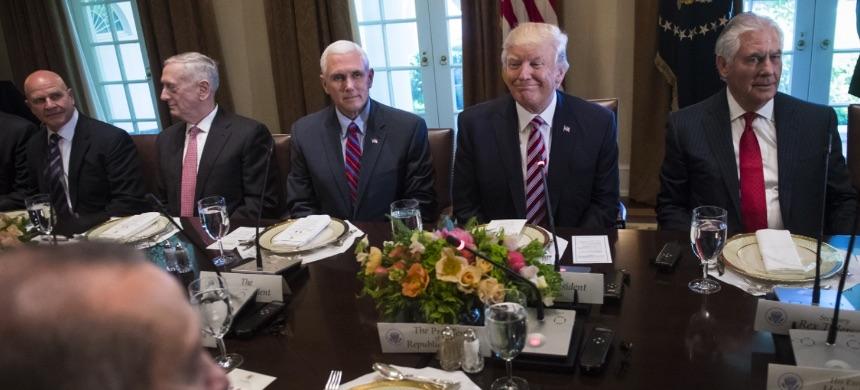 Trump sits with members of his administration. (photo: Jabin Botsford/The Washington Post)