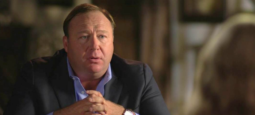 Megyn Kelly interviews Alex Jones. (photo: NBC News)