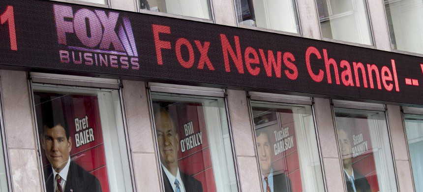 The federal Fox News investigation now reportedly includes potential mail and wire fraud cases. (photo: Mary Altaffer/AP)