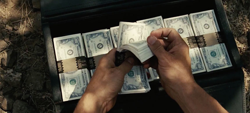 In this scene from the movie, No Country for Old Men Llewelyn (Josh Brolin) finds the drug money and makes the decision to keep it. (image: Miramax)