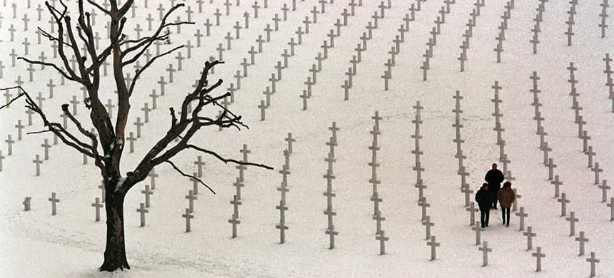 American war graves near the Dutch town of Margraten. (photo: Arnd Wiegmann/Reuters)