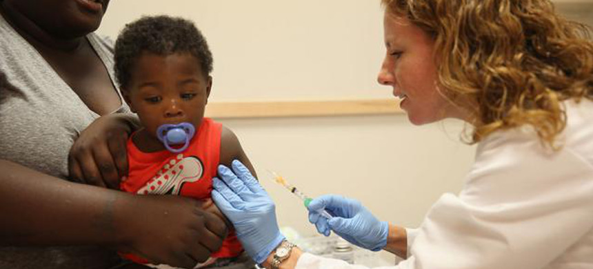 A doctor administers a vaccine to her patient. (photo: Getty)