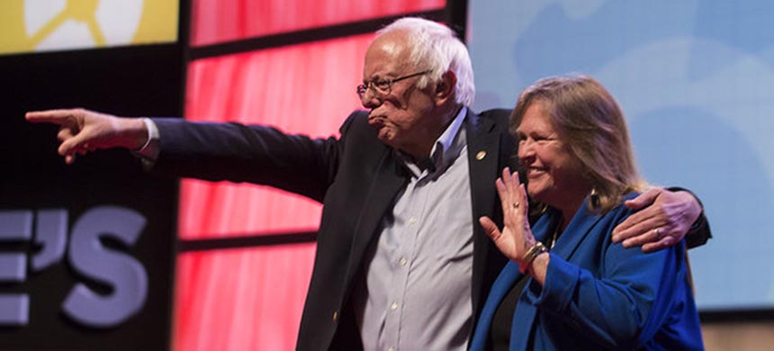 Bernie and Jane Sanders at the People's Summit. (photo: Aaron Cynic/Chicagoist)