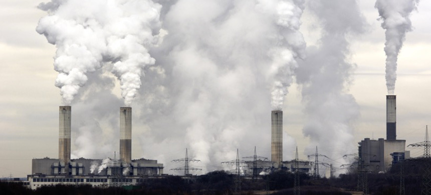 Smokestacks pumping out pollution. (photo: iStock)