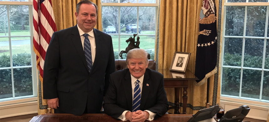 Newsmax CEO Christopher Ruddy visits Donald Trump in the Oval Office. (photo: @ChrisRuddyNMX/twitter)