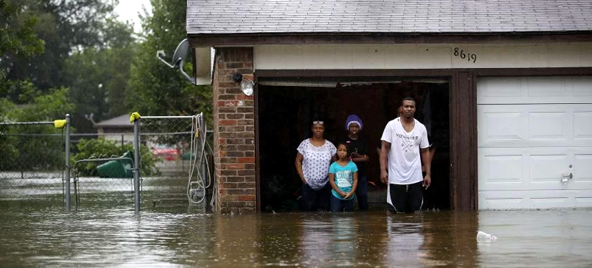 People wait to be rescued from their homes after the area was inundated with flooding from Hurricane Harvey. (photo: Joe Raedle/Getty Images)