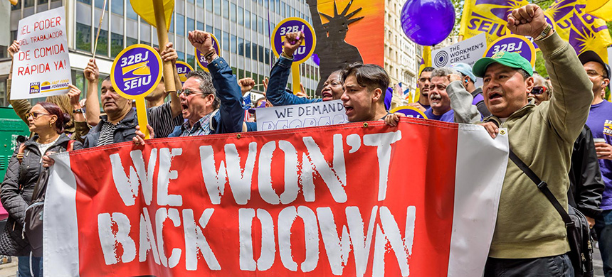 Fast food workers rally for higher wages in New York City in May. (photo: Erik McGregor/Pacific Press/LightRocket/Getty Images)