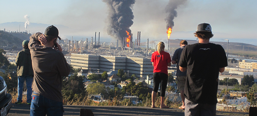 Photo of fire at Chevron refinery in Richmond, California. (photo: NBC Bay Area News/Twitter)