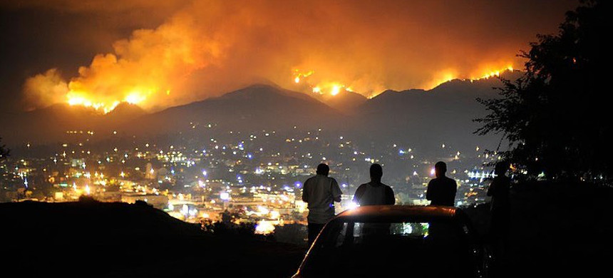 Wildfires are encroaching on Los Angeles. (photo: LA Times)