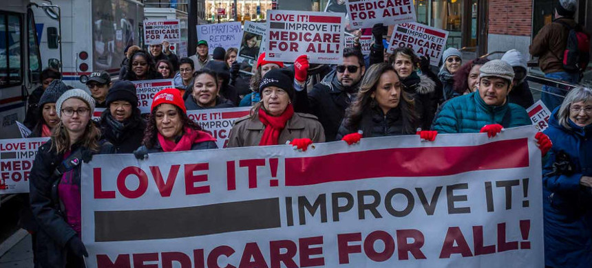 National Nurses United members and their supporters march in New York City for single-payer health care on January 15, 2017. (photo: Michael Nigro/AP)