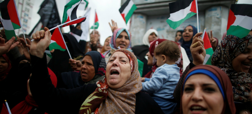 Palestinian women protesting. (photo: Mohammed Salem/Reuters)