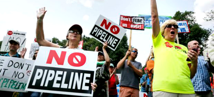 The Atlantic Coast Pipeline, backed by state political power player Dominion Energy, has met with heavy local opposition. (photo: Charles Krupa/AP)