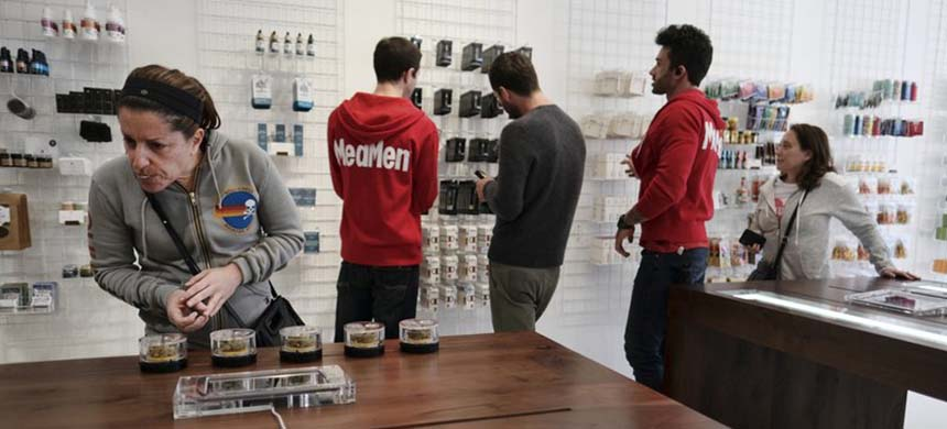 Customers shop at L.A. medical pot dispensary MedMen. (photo: Richard Vogel/AP)