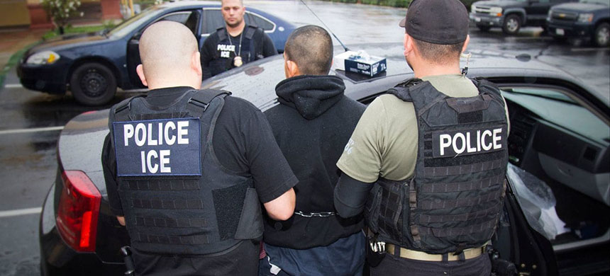U.S. Immigration and Customs Enforcement agents make an arrest. (photo: Charles Reed/AP)