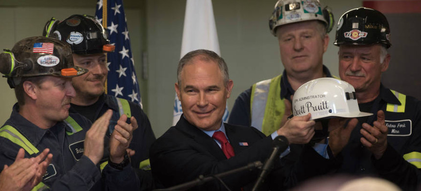 EPA Administrator Scott Pruitt, meeting here with miners in Pennsylvania. (photo: Justin Merriman/Getty)