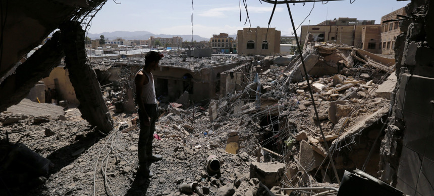A house in Sanaa destroyed by a Saudi airstrike that used U.S.-provided weapons, U.S. aircraft, and required U.S. midair refueling. (photo: Yahya Arhab/EPA)