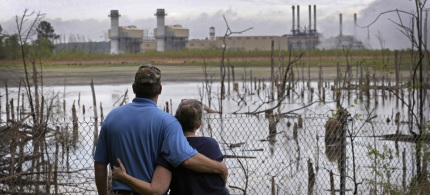 According to the EPA, people living within a mile of unlined coal ash storage ponds have a one-in-50 risk of developing cancer. (photo: Chuck Burton/AP)