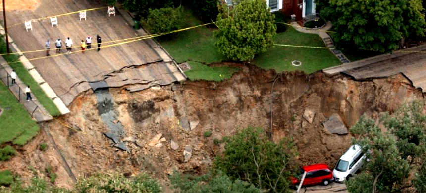 A sinkhole in Texas. (photo: Mark Gormus/AP)