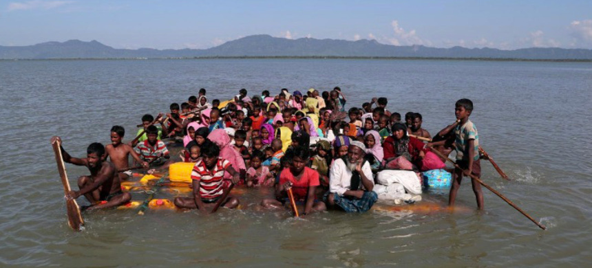 Rohingya refugees cross the Naf River with an improvised raft to reach to Bangladesh. (photo: Mohammad Point Hossain/Reuters)