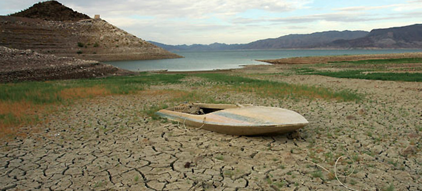 The dried lakebed of Lake Mead. (photo: Ethan Miller/Getty Images)