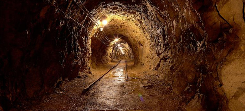 A mine shaft. (photo: Gudella/iStock)