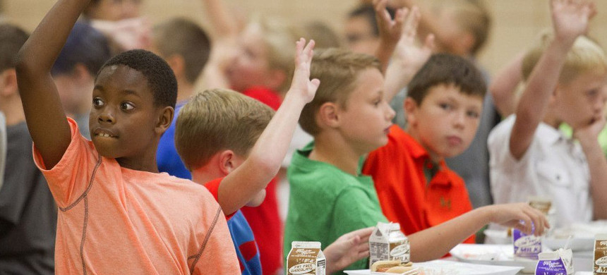 Students raise their hands during lunch in the cafeteria at Hendron-Lone Oak Elementary in Kentucky. Aug. 6, 2015. (photo: Ellen O'Nan/AP)