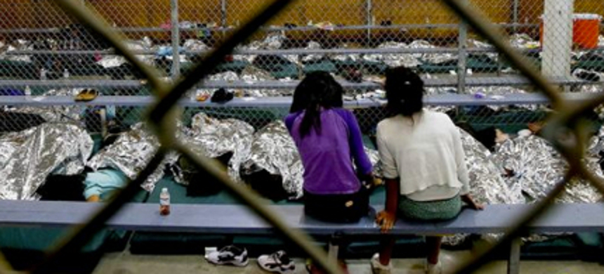 Immigrant children in a detention center. (photo: Ross D. Franklin)