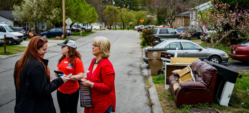 Tori Venable, Tennessee state director of Americans for Prosperity, left, helping volunteers in Nashville prepare for canvassing against a mass-transit proposal. (photo: William DeShazer/The New York Times)