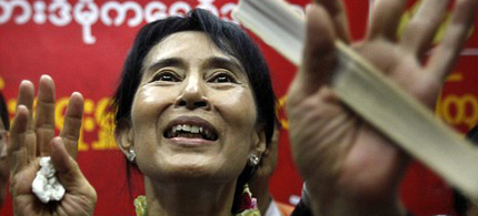 Aung San Suu Kyi speaks at a press conference in Yangon immediately after her release, 11/14/10. (photo: AP)