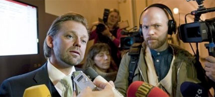 Bjorn Hurtig, the lawyer of WikiLeaks founder Julian Assange, left, talks to the media, 11/18/10. (photo: Leif R Jansson/Scanpix Sweden/AP)