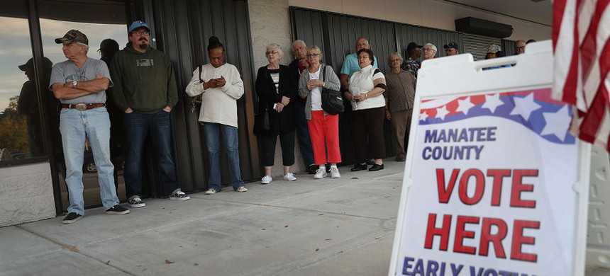 Voters stand in line waiting to cast their ballots. (photo: Joe Raedle/Getty)