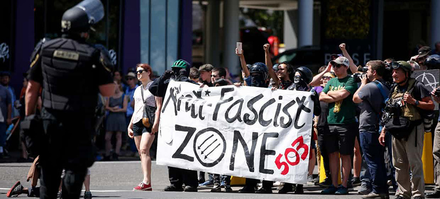 Counterprotesters march in opposition to a rally organized by the far-right group Patriot Prayer in Portland, Oregon. (photo: Terray Sylvester/Guardian UK)