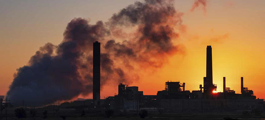 Fossil fuel emissions. (photo: J David Ake/AP)