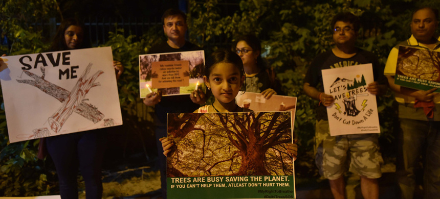 Activists in India demonstrate in support of environmental protection. (photo: Anushree Fadnavis/Getty)