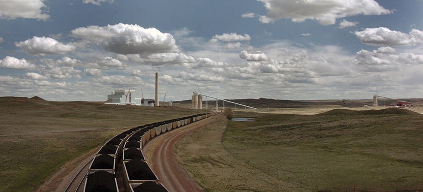 The Dry Fork Station coal-fired power plant in Gillette, Wyo., supplies electricity across the West. (photo: Matthew Brown/AP)