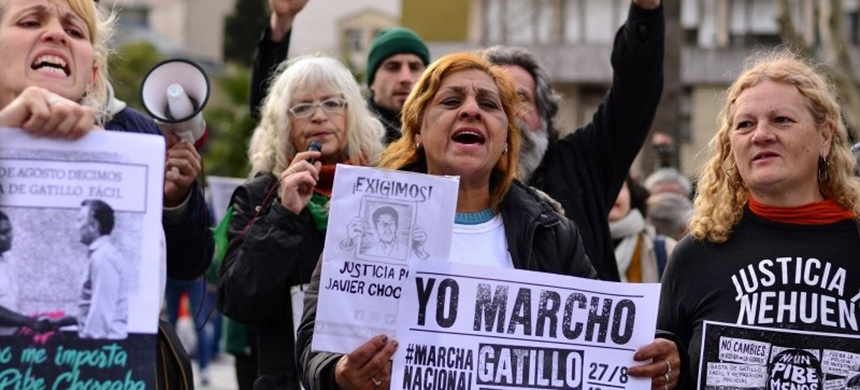 Argentines held a national march against extrajudicial killings. (photo: La Nota)