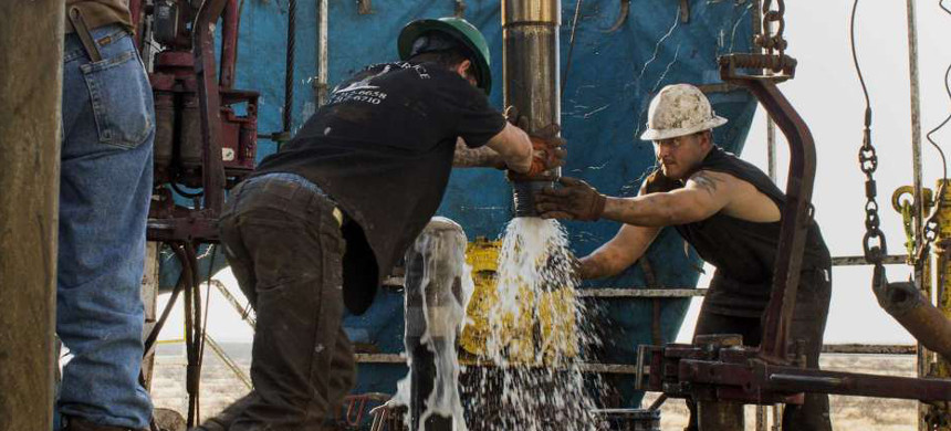 Wastewater disposal is becoming a bigger problem for oil and gas drillers. A rule of thumb is that for every barrel of oil, four or five barrels of wastewater are produced. (photo: Brittany Solace/Bloomberg)
