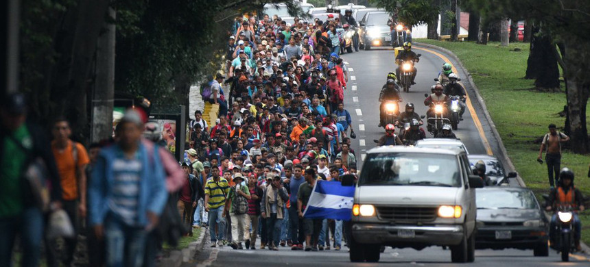 When the caravan crossed the border into Guatemala, its members traveling by foot and vehicle, it had ballooned to more than 1,000. (photo: Orlando Sierra/Getty Images)