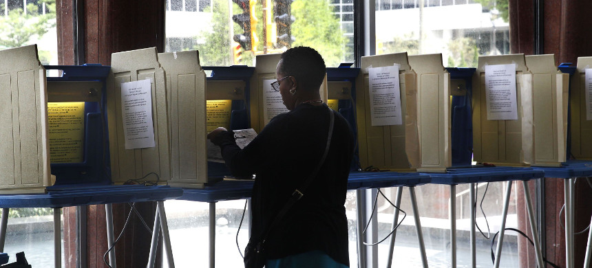 Voter casts a ballot. (photo: Angela Peterson/Milwaukee Journal Sentinel)