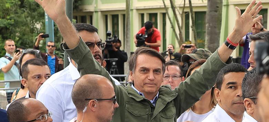 Jair Bolsonaro gestures after casting his vote on October 28, 2018 in Rio de Janeiro, Brazil. (photo: Buda Mendes/Getty Images)