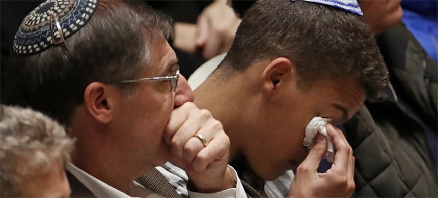 Mourners react during a memorial service at the Sailors and Soldiers Memorial Hall of the University of Pittsburgh, a day after 11 worshippers were killed at a Jewish synagogue in Pittsburgh, Pennsylvania, U.S., October 28, 2018. (photo: Cathal McNaughton/Reuters)