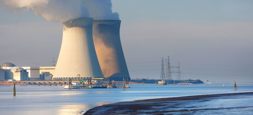 A nuclear power plant. (photo: blickwinkel/Alamy)